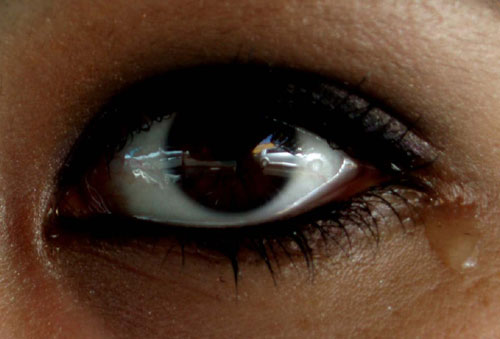 Lágrimas. El ojo de una mujer que llora.