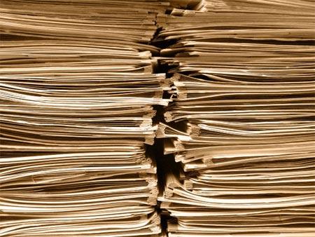 Pila de carpetas con papeles