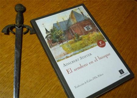 Portada del libro El sendero en el bosque, de Adalbert Stifter